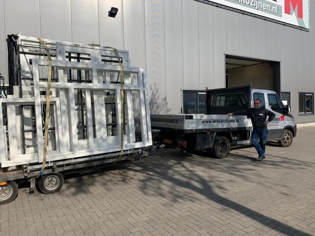 Jan Wouters bij zijn vertrouwde vervoersmiddel.