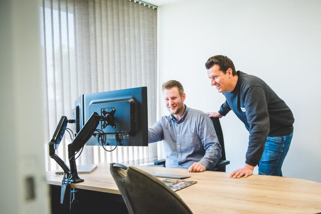 Bart (links) en collega Joël van Dongen (rechts)